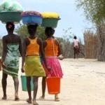 Princesse du Lagon hôtel à Tuléar Ifaty : Femmes sur plage d'Ifaty
