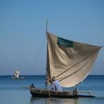 Princesse du Lagon hôtel à Tuléar Ifaty : pirogue sur la plage d'Ifaty
