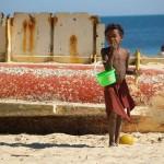 Princesse du Lagon Bungalow à Tuléar Ifaty Madagascar, enfant sur la plage